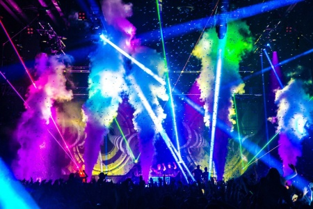 cryofx_can_take_your_stage_performance_to_the_next_level_by_enhancing_your_lighting_special_effects_and_entertaining_the_crowd_with_bursts_and_plumes_of_jet_smoke_2